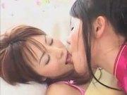 El beso lesbico japones-asqueroso de aya koizumi