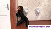 Lady takes fake cumbath at gloryhole