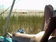 Masturbation en public sur la plage