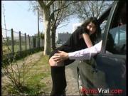 SQUIRT Elle jacule en pleine rue sans se retenir French amateur
