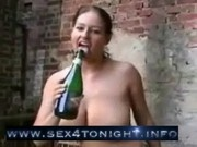 chick loves to fuck a bottle