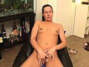 Sexkitten rubs her pussy