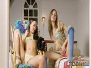 2 Kinky Girls Masturbate On Cam