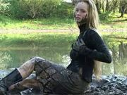 babe rolling in mud 2