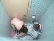Caméra cachée dans les toiletes