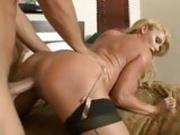 Horny naked bitch Taylor Wane getting so fucked on the twat until she cums