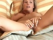 Hot momma Kayla Synz toys pussy as she sucks on juicy wang