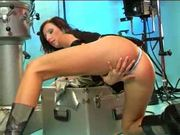 Glamourous european chick satisfies herself in a shooting session