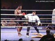 Kickboxer breaks leg