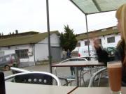 Amateur skank gives outdoor head