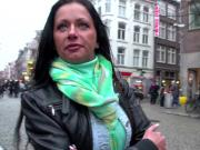 Dutch whore eats pussy