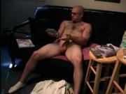Straight amateur dude enjoys to jerk off