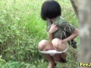 Cute japanese babe pees outside