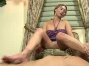 Fetish hottie rubs cock with feet