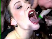 Sluts gives deepthroat blowjobs on big dicks