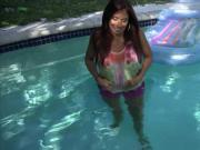 Nasty amateur girlfriend gets her anal banged by the pool