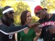 Jada and Emy make naughty interview in Miami en Fuego