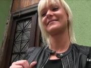 Blonde flashed her pussy in public