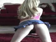 pretty blonde dance and strip con cam