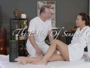 Busty fit babe fucked after massage