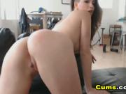 Amateur Hot Babe Playing Her Cunt on Cam