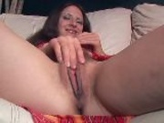 Mature brunette likes to comb her pussy