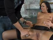 Pussy annihilation for a curvy chick