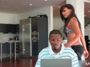 Amazing ghetto chick Leilane Leeane shows her funny tor