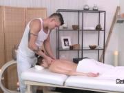 Masseur bangs brunette till jizz