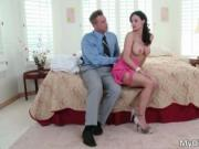 Incredible brunette MILF Kendra Lust gets ready for som