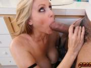 Sexy chick Julia Ann wanted to fuck