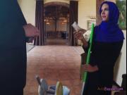 Gorgeous Arab Maid Apolonia Blows Hung Boss
