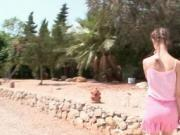 Teen minx Beata shows pissing pussy outdoor
