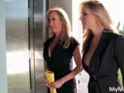 Awesome blonde babes Julia Ann and Brandi Love sucks st
