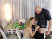 Sexy babe Gigi Flamez loves to fuck large dick