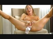 Hot cougar Amber gets off real loud