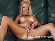 Blonde tattooed MILF Yvette Williams rubs her pussy