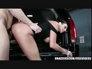 Brazzers - Ariella Ferra gives her driver a ride