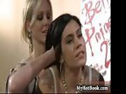 Julia Ann sbatte Raylene contro il muro