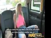 Convince il tassista a farsi fottere