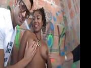 Una ragazza francese prova il sesso anale