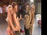 Lesbiche arrapate davanti a uno specchio