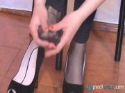 Christelle in a sexy foot session