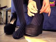 Petra Collant with tiny feet