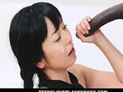 Japanese tutor tries to tame a black anaconda