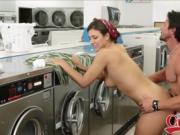 Fucked This Thick Brunette At The Laundromat