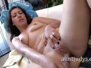 Lisa Smith Faps With A Vibrator On Her Clit