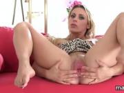 Wacky czech sweetie spreads her juicy cunt to the unusual