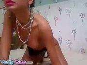 Webcam babe fingering her shaved pussy