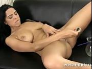 KIRA QUEEN HOT PEE PLAY SOLO